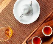 茶桌上的礼仪:为什么茶壶口不能对着客人?